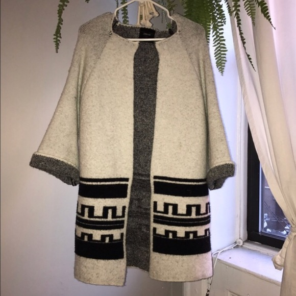 7bcb3eb59 ZARA Boxy Sweater Jacket with Aztec Pattern Detail.  M 5b8d8bf7d6716aa9f248f30e
